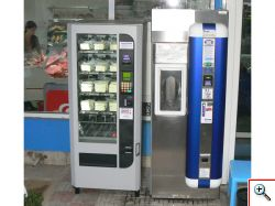 молочный автомат в работе, демонстрация молокомата